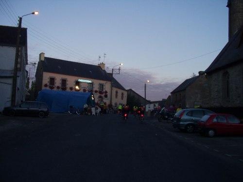 Bar restaurant ouvert à St Martin des prés(22320) nuit 21-22 20030820_0718_saint_martin_des_pres00g